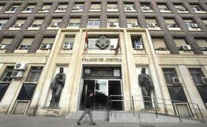 Piden 5 años de cárcel para una empresaria acusada de estafar 323.700 euros