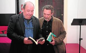 El realizador lorquino Ernesto Pérez Cortijos presenta su primera novela, 'Tierras negras'
