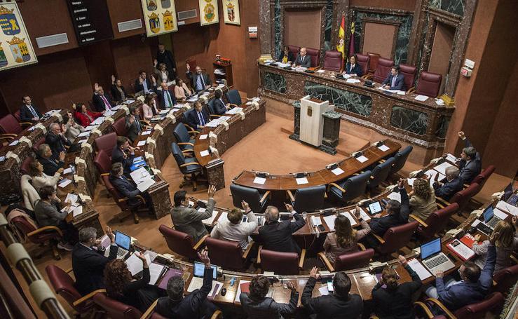 El PP y Cs bloquean en la Asamblea la regulación de los vehículos VTC por parte de la Comunidad