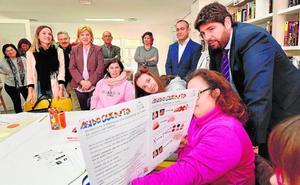 López Miras elogia el trabajo del colectivo Asido