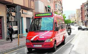La lanzadera de Santiago el Mayor no alcanza los tres usuarios por viaje