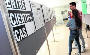 La UMU acoge la exposición 'Entre Científicas' para dar a conocer la aportación de las mujeres a la ciencia