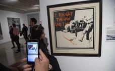 Banksy, entre las leyendas callejeras del arte urbano que expone el Muram