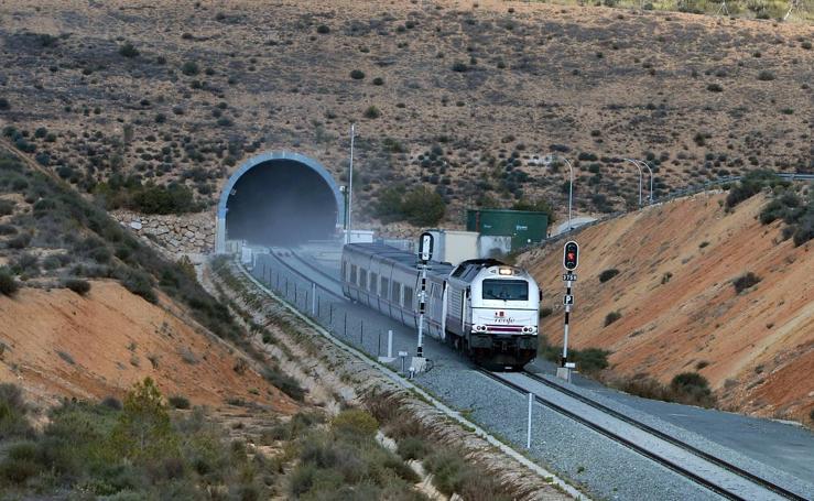 Estreno de la variante ferroviaria de Camarillas