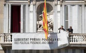 Torra retira las pancartas soberanistas pero no evita la querella de la Fiscalía