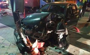 Da positivo tras destrozar su coche contra un semáforo
