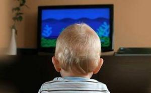 Científicos desvelan la razón por la que los bebés no deberían ver la televisión