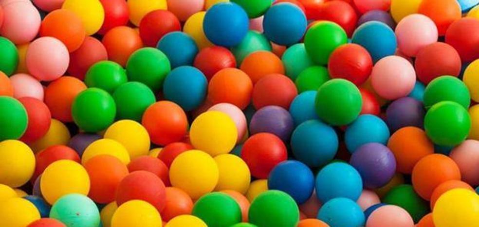 Un estudio encuentra un gran riesgo que corren tus hijos cuando van a un parque de bolas