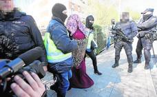 El fiscal pide 9 años a 'Lola la Murciana' por querer unirse al Daesh con sus cuatro hijos