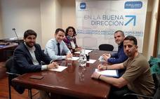 Teodoro García y López Miras se reúnen con los funcionarios de prisiones