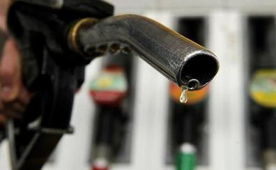 2 trucos para echar más gasolina al mismo precio al ir a repostar
