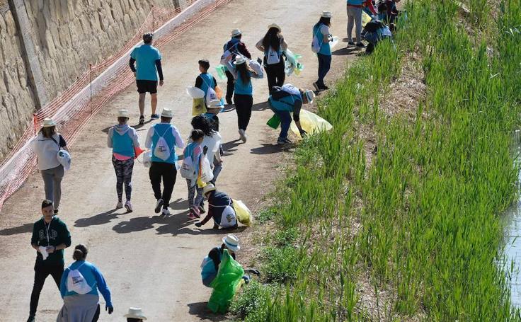 Más de mil voluntarios recogen 3.657 kilos de residuos en el Segura