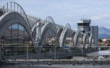 Detenidos padre e hijo reclamados en Murcia al intentar embarcar hachís en un avión