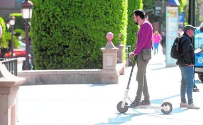 La nueva ordenanza de Murcia fija en los 15 años la edad mínima para ir en patinete eléctrico