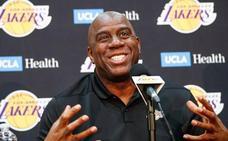 Magic Johnson deja su puesto como presidente de los Lakers