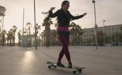La mujer que se enamora de objetos: «Llevo seis semanas de relación con mi patinete»