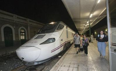 Los dos trenes híbridos con Madrid realizarán paradas en Cieza y Hellín