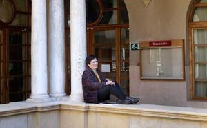 Encarna Nicolás: «En España sigue viva la idea de que puede volver la Guerra Civil»