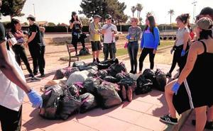 Una escultura concienciará en San Javier del perjuicio del plástico para el mar