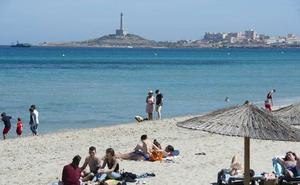 El buen tiempo llena las playas de la Región