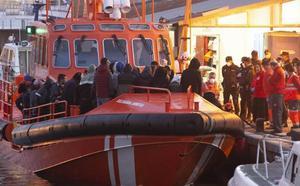 Rescatan en Cabo de Palos a más de treinta inmigrantes que viajaban a bordo de tres pateras