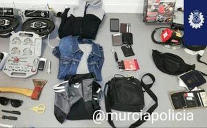 Tres detenidos por robar en el interior de vehículos en San Antón y La Fama