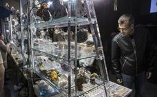 La Feria de Minerales y Fósiles de La Unión monta una exposición propia para invidentes
