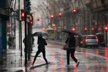 Varios rescates y decenas de vías inundadas por las fuertes lluvias en la Región de Murcia