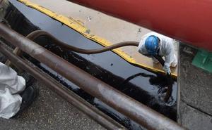 Un vertido de petróleo obliga a Repsol a activar el protocolo anticontaminación