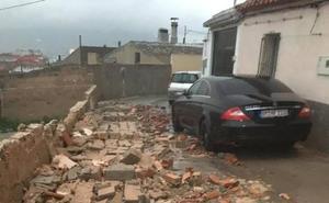 Las fuertes lluvias y los vientos dejan en Jumilla una veintena de destrozos