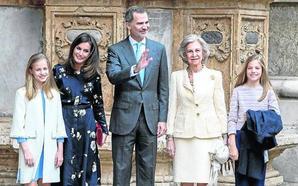 La Familia Real asiste a la misa de Resurrección