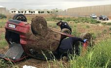 Una mujer herida en un accidente de tráfico en la pedanía pachequera de Roldán