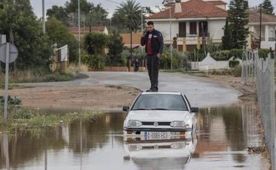Seis carreteras continúan cortadas por las inundaciones y se aconseja precaución en otras quince