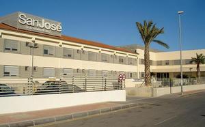 Una mujer recibirá 8.600 euros después de que se olvidaran una gasa dentro de su cuerpo al operarla en Alcantarilla
