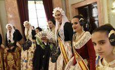 Recepción a la Reina de la Huerta, la Reina Infantil y sus damas de honor en el Ayuntamiento de Murcia