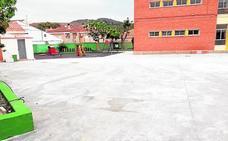 Pavimentan el patio del colegio del Estrecho por los metales pesados