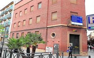 La retirada de restos de amianto obliga a retrasar el derribo de la comisaría de Lorca