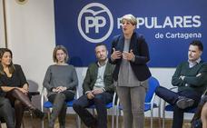 Arroyo apuesta por la gestión de equipos y Castejón tira de Pedro Saura