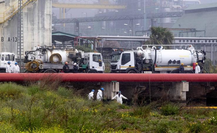 Fiscalía investiga ya el vertido de fuel de la refinería Repsol