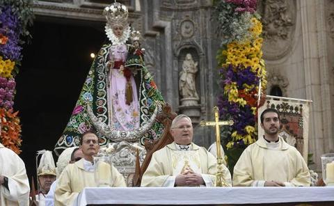 «No hay estampa más bella que la de los murcianos contemplando a la Virgen»