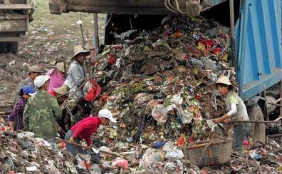 El cierre de los vertederos chinos provoca el caos en el reciclaje mundial