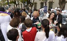 El Gran Pez y Doña Sardina entregaron juguetes a los menores de los centros de acogida