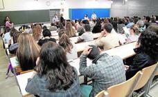 Los aspirantes a obtener 151 plazas de funcionario esperan el resultado del primer examen