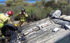 Hospitalizado tras dar una vuelta de campana con su vehículo en Puerto Lumbreras