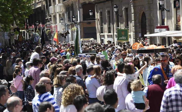Los sardineros revolucionan el centro de Murcia