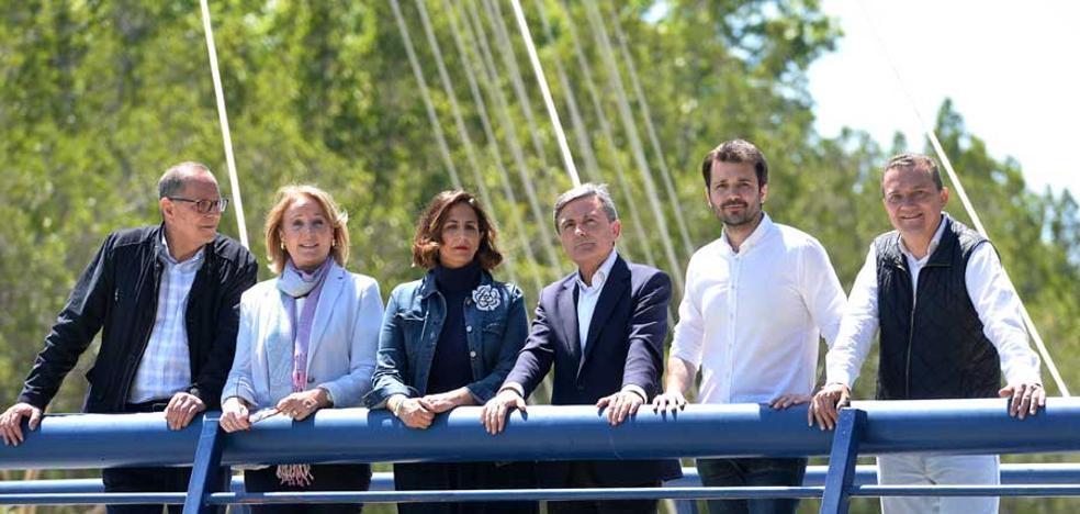 Los primeros sondeos dan un empate entre PP y PSOE en la Región