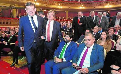 Los regantes felicitan a Ximo Puig como valedor del acueducto