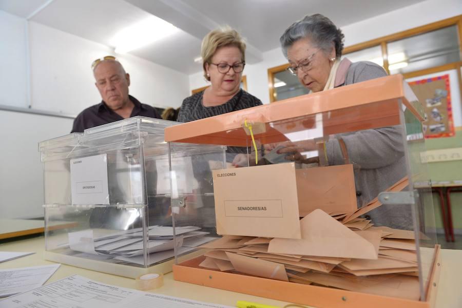 El secreto para que el recuento electoral sea tan rápido en España