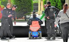 El alcalde de Lorca se compromete a duplicar los policías locales en las diputaciones