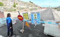 El nuevo acceso sur a la fortaleza de Lorca no abrirá al tráfico hasta finales de mes